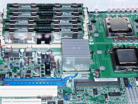 CPUとメモリを載せた.jpg