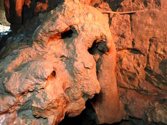 牡鹿鍾乳洞11羊面岩.jpg