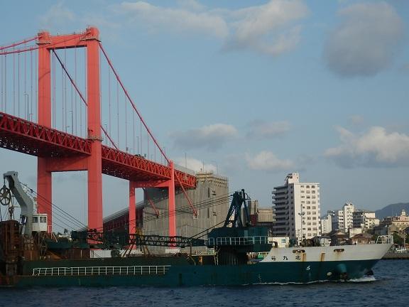 若戸大橋16船と橋.jpg