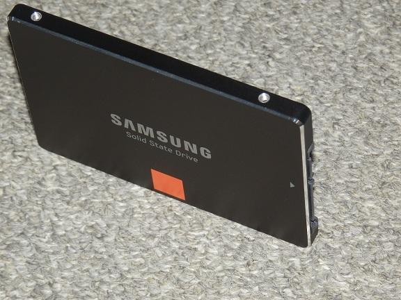 SSD 840 斜め.jpg