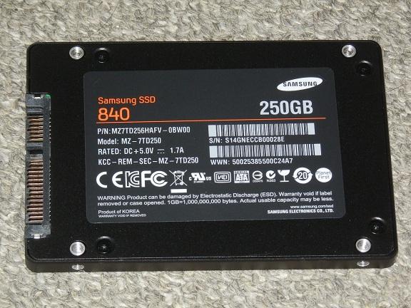 SSD 840 裏.jpg